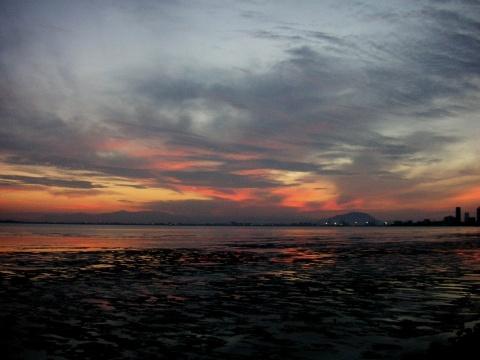 火红的朝霞印在槟城海面上 - 木头人 - sampson827的博客