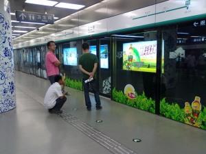 地铁车站内