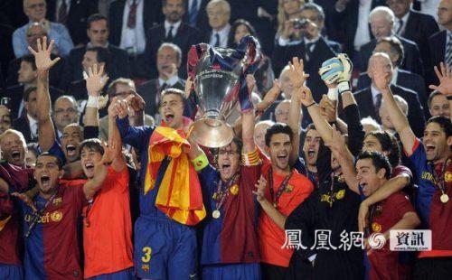 欧冠决战巴萨捧杯成就三冠王(图)图片