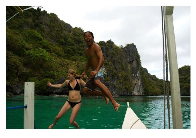 经过一路颠簸谷岳和女友费尽周折来到风景如画的美丽岛屿&mdash&