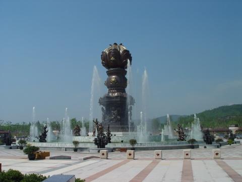 参与制作的无锡灵山文化广场大型音乐喷泉雕塑
