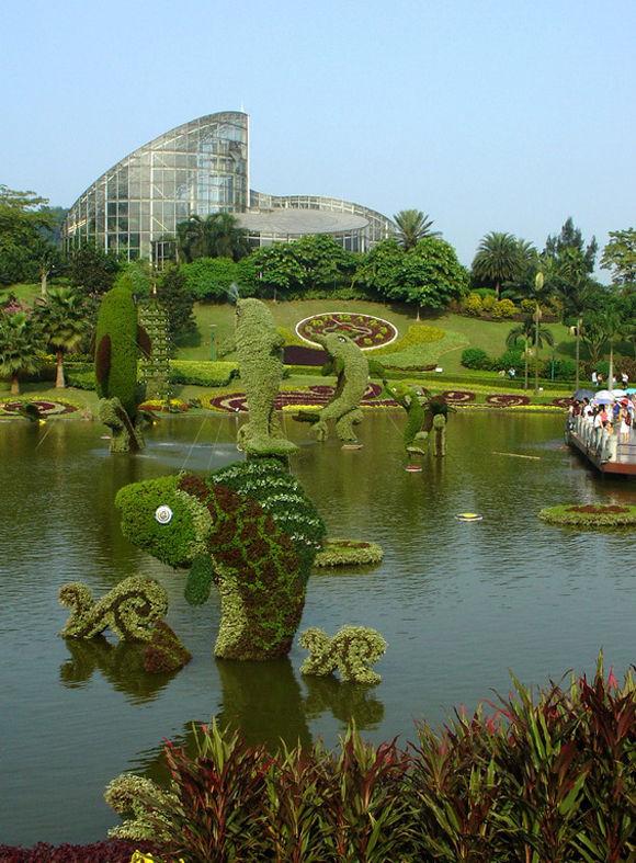 花园里的绿色雕塑 - 香儿 - xianger