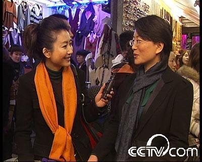 CCTV-小丫跑一线:逆势崛起的电子商务 - 衣衣布舍 - 阿佳妮时尚