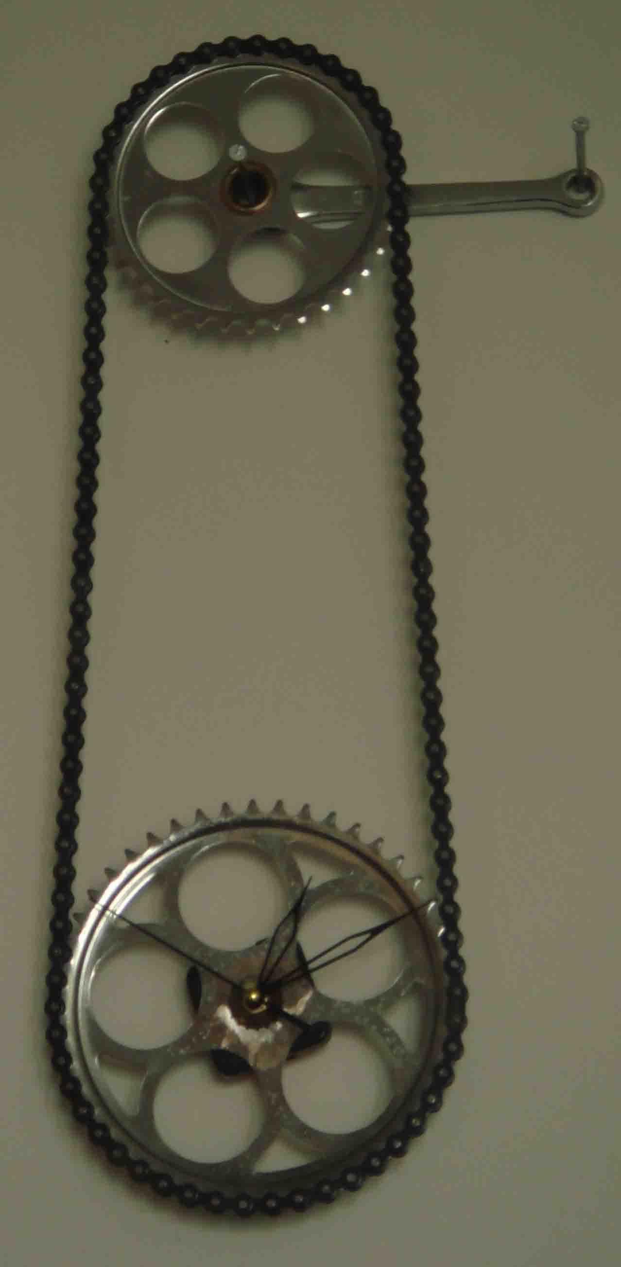 自行车的链条变成钟 校园里的设计高清图片