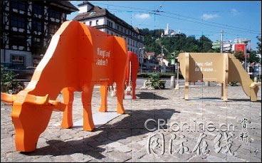 组图:日内瓦艺术牛大游行