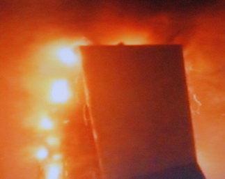 实拍:央视新址火灾时附近焰火仍然没停(组图) - 赵亚辉 - 赵亚辉