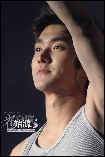 [转载]韩国肌肉帅哥性感照大派送之一:崔始源