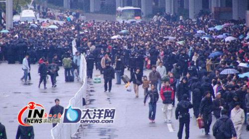 京广线瘫痪,广州站旅客滞留超10万(图) - 刘长峰 - 刘长峰