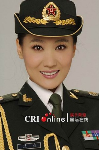 穿07新军装的文工团女军人图片