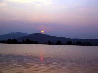 《石湖》                           诗歌