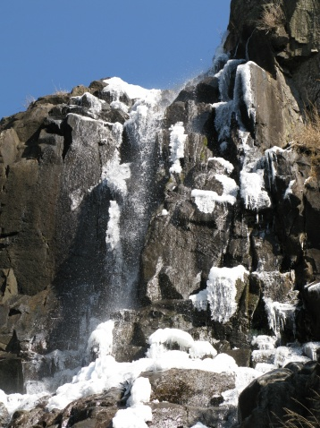 岩背等瀑布又结冰了 - 江村一老头 - 江村一老头的茅草屋