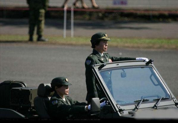 【转载】难得一见的日本阅兵式「组图」 - 高雅女人 - 喜欢海洋高雅女人博客
