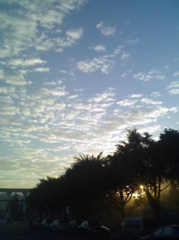 难得一见的城市蓝天 - 木头人 - sampson827的博客