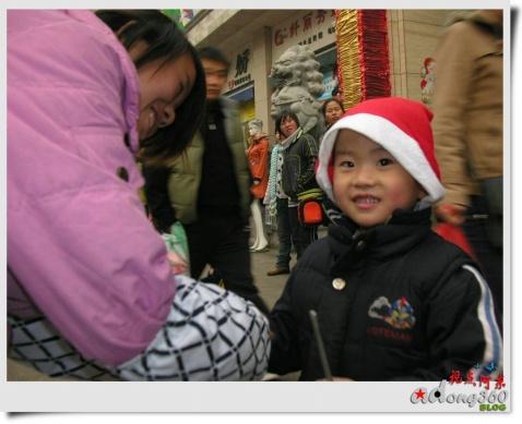 [抓拍]快乐圣诞小男孩 - 视点阿东 - 视点阿东