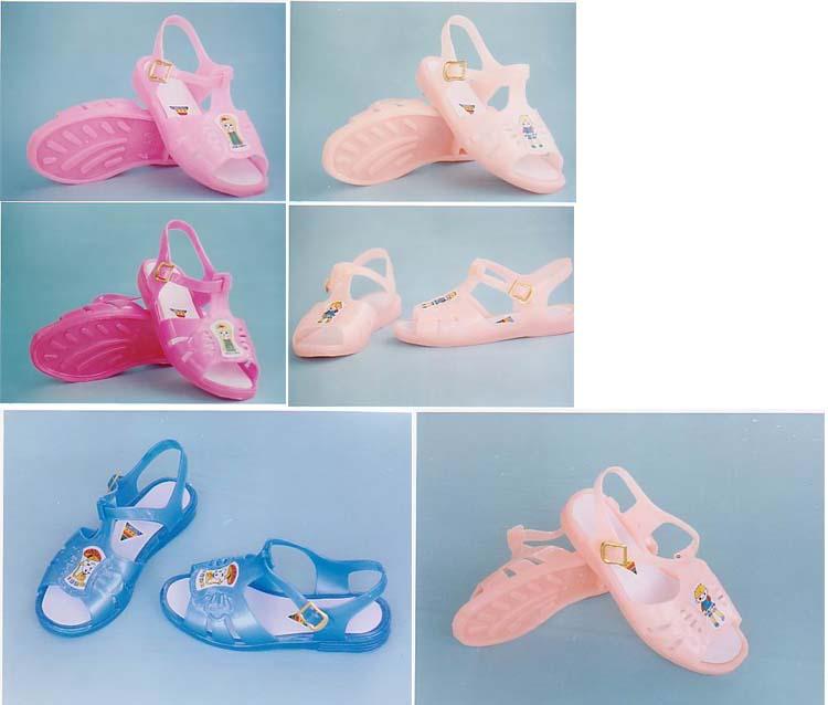 小时候的凉鞋