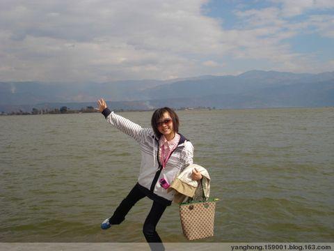女人穿雨鞋劳动图片