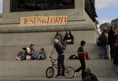 伦敦街头的人们 - pwezxjg - 凝听静思