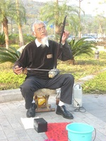 致街头卖艺的老人(原创) - 林子 - 林子的博客