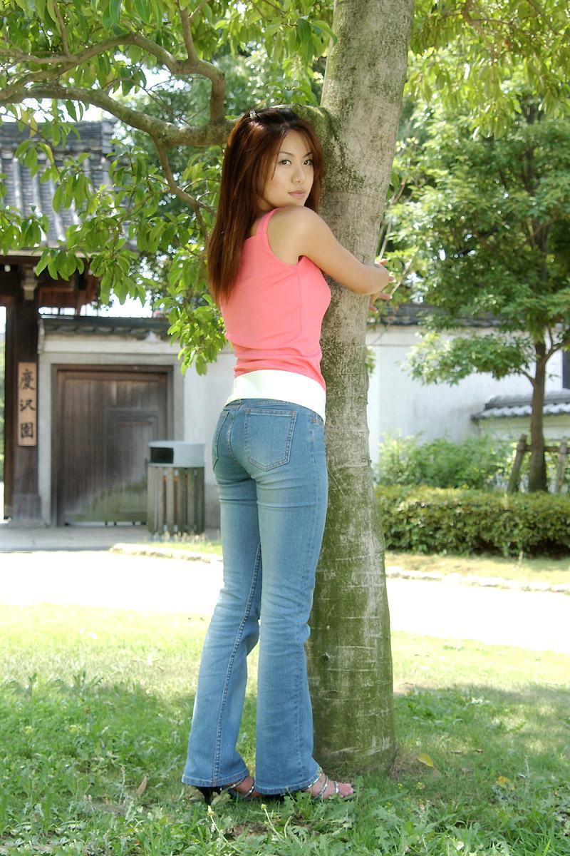 【转载】大树底下的粉红紧身牛仔美女-高清大图值得珍藏[6P] - 763549600 - 763549600的博客