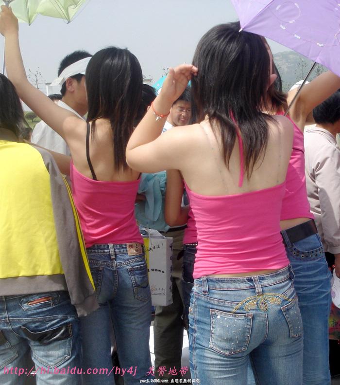 【转载】登台演出前的露背牛仔紧臀美女 - zhaogongming886 - 东方润泽的博客
