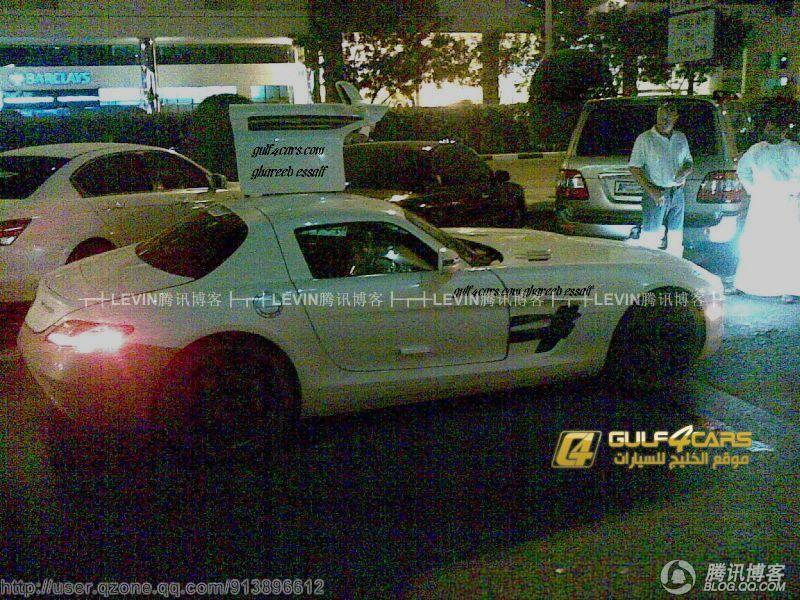 迪拜车牌的奔驰SLS惊现街头高清图片