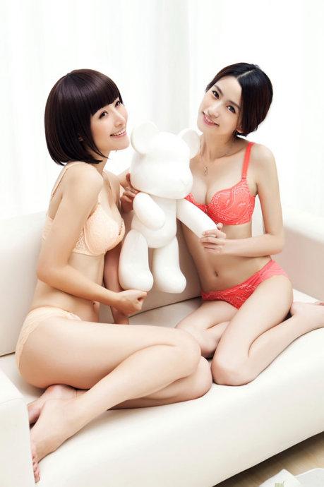 瓷娃娃姐妹花--内衣广告