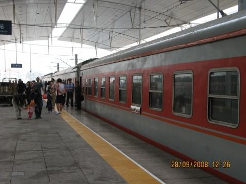上海至沈阳的k188次列车超级慢车在镇江就停了1个多