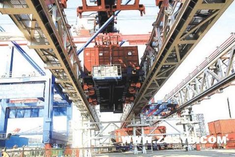 振华港机首创全自动化集装箱码头装卸系统