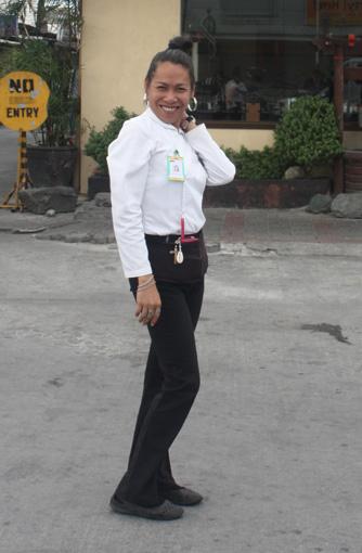 菲律宾餐馆,男扮女装揽客(组图) - 徐铁人 - 徐铁人的博客
