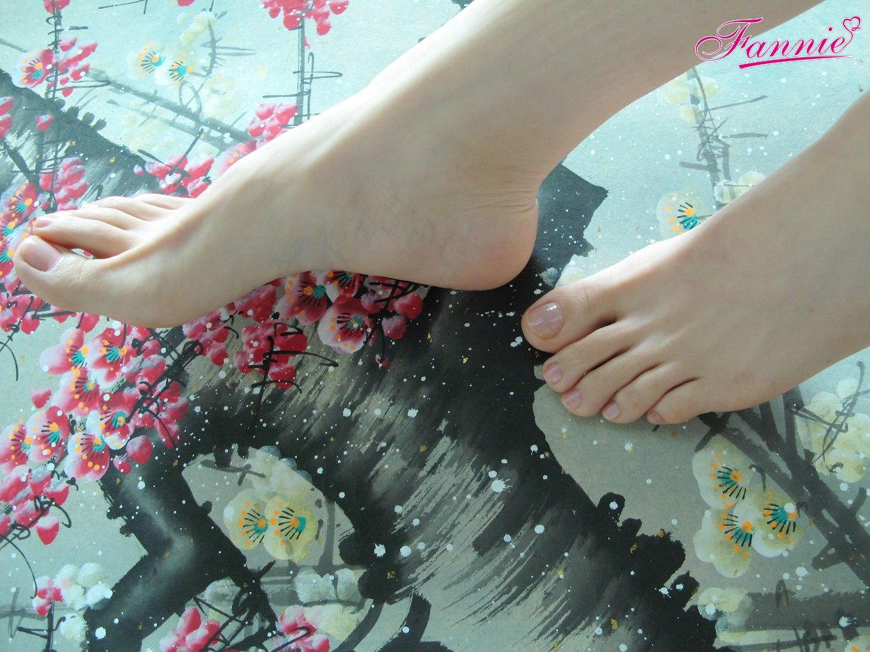 == 梅足图。梅花三弄 == - 喜欢光脚丫的夏天 - 喜欢光脚丫的夏天
