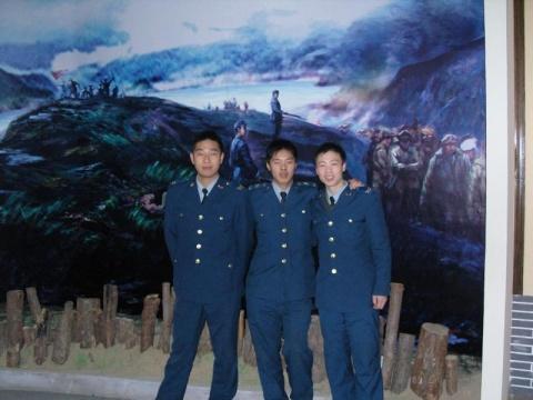 空军风采----参观革命纪念馆 - 披着军装的野狼 - 披着军装的野狼