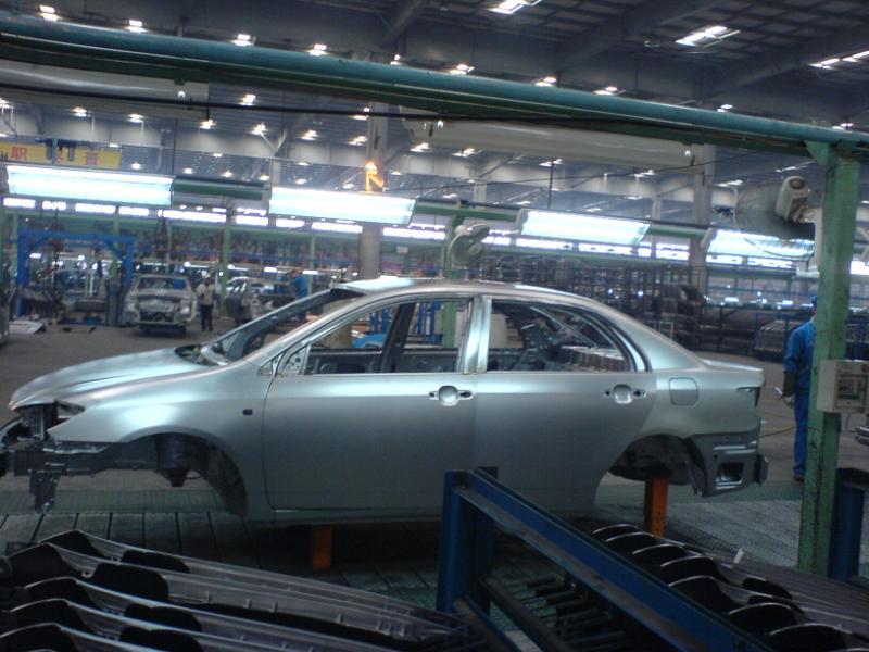比亚迪f3的发动机,三菱制造   已经装配好的等待检测的比亚迪高清图片
