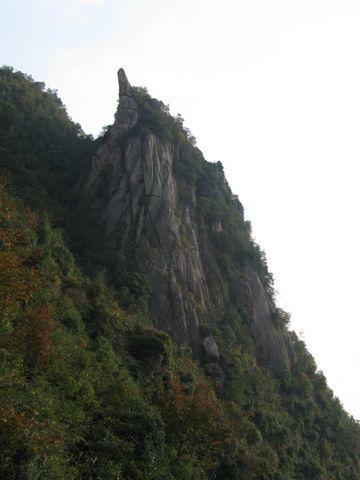 鹰咀岩 - 江村一老头 - 江村一老头的茅草屋