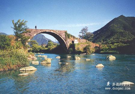秋溪党支部旧址;有印上第一套三元人民币图案的大捷桥,朱德亲高清图片