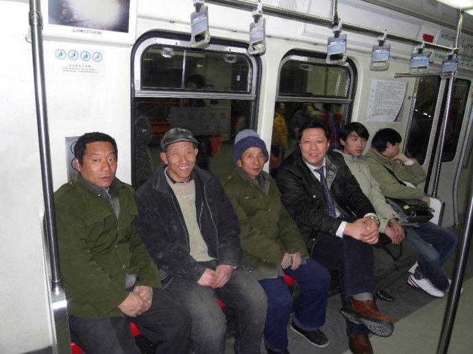 赵巍:北京地铁车厢里的建筑工人 - zhaowei2368 - zhaowei2368的博客
