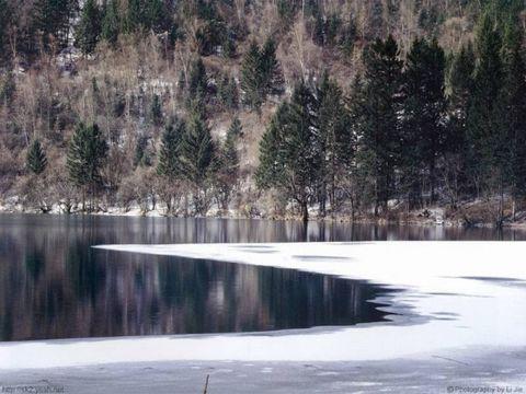 静静的湖 (原创) - 梦景红花 - 梦景红花的博客