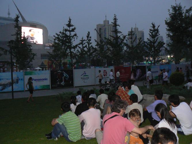 八月八日,我在北京 - Allan -              瓦尔登湖的落叶