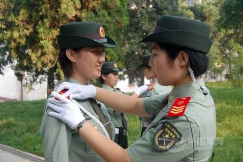 沈阳军区年轻靓丽的女纠察队员 - 披着军装的野狼 - 披着军装的野狼