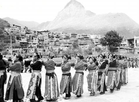 马奈锅庄 - 右岸左人 - 烟雨行囊:右岸左人的部落客