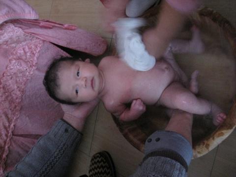 宝宝洗澡记图片