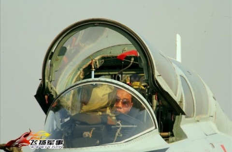 军人图片----战机的保护神 - 披着军装的野狼 - 披着军装的野狼