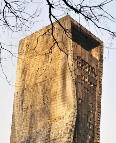 组图:火灾第二天的央视新址 - 潘石屹 - 潘石屹的博客