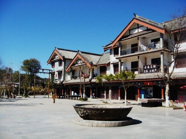 彝人古镇广场图片