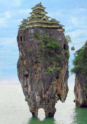 [Digg] 10个怪诞的房屋 - 李二嫂的猪 - 翱翔的板儿砖