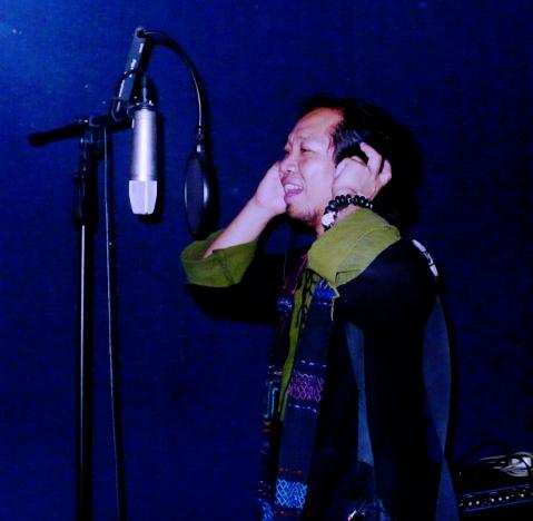今天去录音棚试唱了两首歌 - 阿卡然说三 - 阿卡然说三