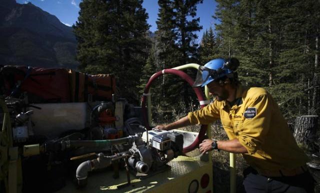 【谷岳刘畅美洲历险记】在加拿大当森林消防员 - 行者 - 《行者》旅游卫视