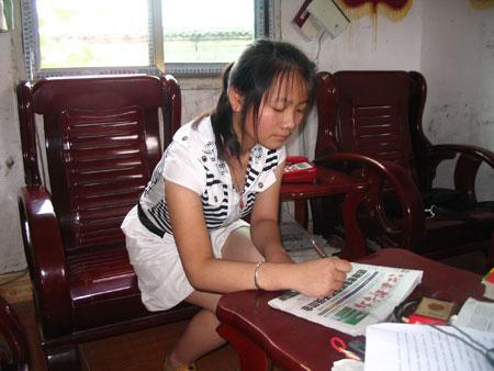 女孩1分钟内写出80个字笔画数(图)