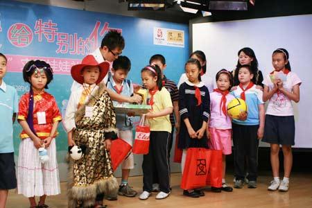 猜一猜,北京的小朋友和老师是谁呀?(zt) - 戴眼镜的老魔女 - 挥动五彩翅膀,天高任我飞翔