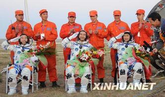 是谁吸回了三位航天员?  20080928