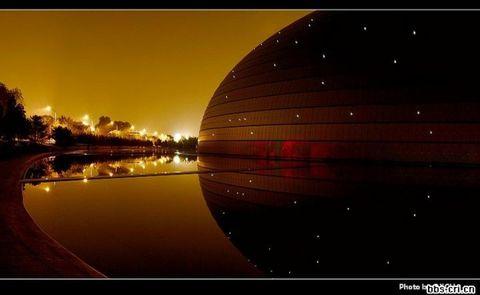 节日灯光下的国家大剧院 - liutong - 流通的博客